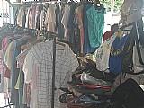 Lote de roupas e calcados usados / em torno de 1.200 pecas