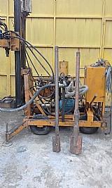 Maquina para perfuracao de pocos artesianos e semi artesianos