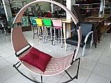 Cadeira de balanco com rede trancado em fibra sintetica.