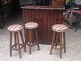 Bar em madeira macica com 3 banquetas