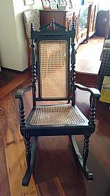 2 cadeiras de balanco em madeira macica
