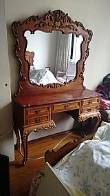 2 penteadeiras - espelho bisotado - madeira macica entalhada