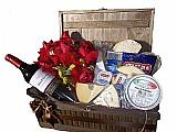 Cesta de queijos e vinhos no jardim progresso-frete gratis