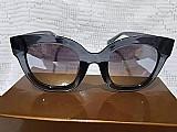 Óculos de sol feminino armacao preta espelhado gucci