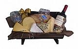 Cestas de queijos e vinhos na vila esperanca