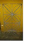 Grade de ferro antiga para visor janelinha de porta