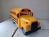 Replica: ônibus escolar americano -