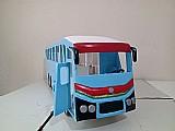 Ônibus de brinquedo em madeira pura