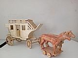 Carruagem do velho oeste em madeira (