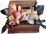 Cestas de queijos e vinhos na vila matilde