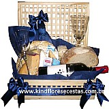 Cestas de queijos e vinhos na penha
