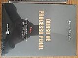 Vende-se livros da area do direito