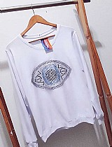As mais lindas t-shirts femininas bordadas com pedraria