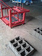 Maquina de bloco poedeira a.t.b 200