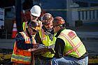 Estamos ansiosos para contratar trabalhadores da construcao