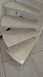 Escada com pintura marmorizada