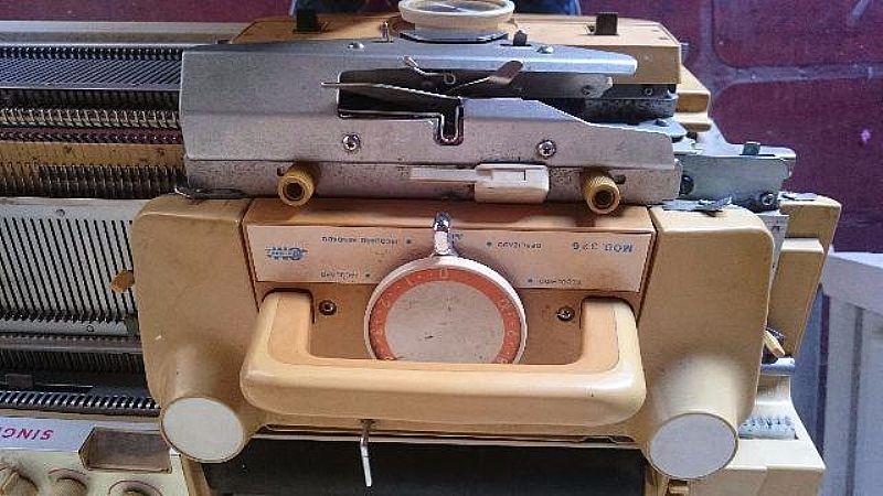 Maquina de Tricô Singer sk326