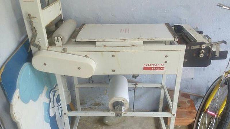 maquina de fazer fraldas descartavel usada Vendo ou troco