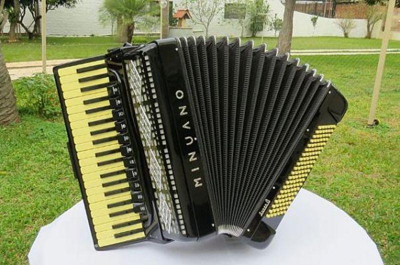 Acordeon Minuano Super 8 eletrificada quarta de voz sanfona gaita n scandalli