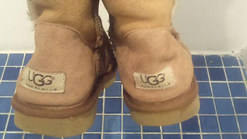 Bota Ugg - usada 38/39 curta com botao.bege clara.