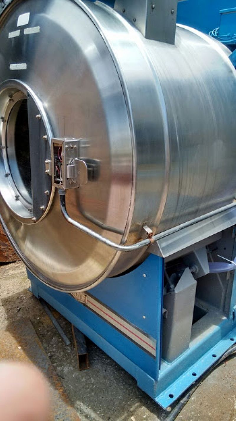 Lavadora Extratora 25 kg Usada Milnor,  para lavanderia Industrial