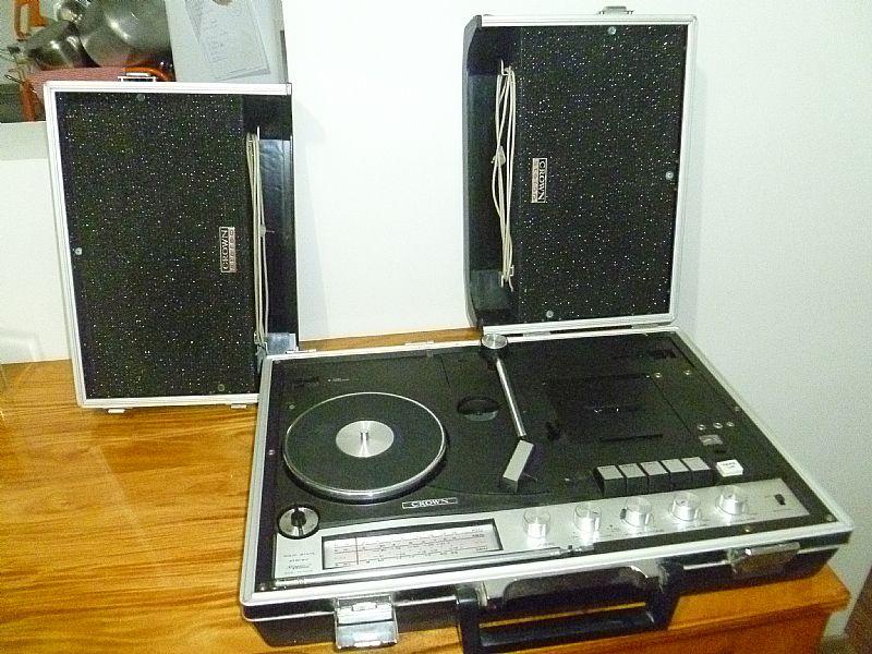 Agora vc leva seus discos para onde quiser,  Vitrola 3 em 1 Crown