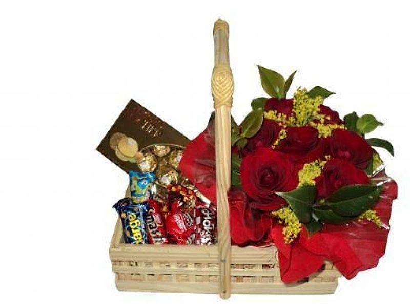 Entregas de Cestas de Chocolates na Aclimacao-Frete Gratis(11)3445 9680