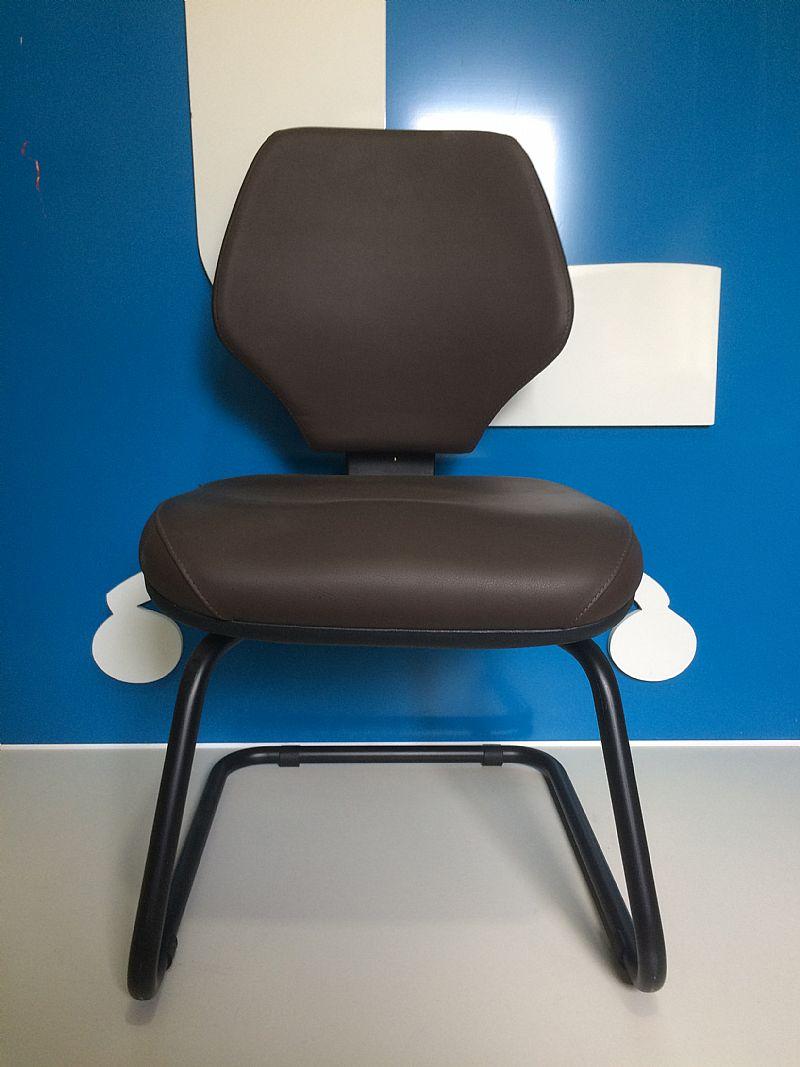 Cadeira fixa marrom (nova)