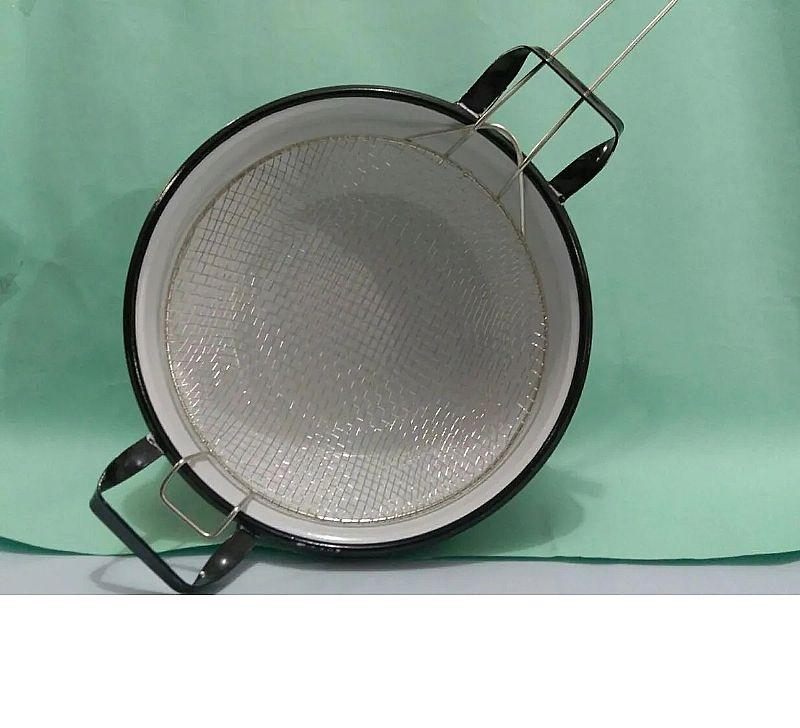 Cacarola fritadeira esmaltada com cesto p fritura n. 26       linha fritura     capacidade em volume 3 l