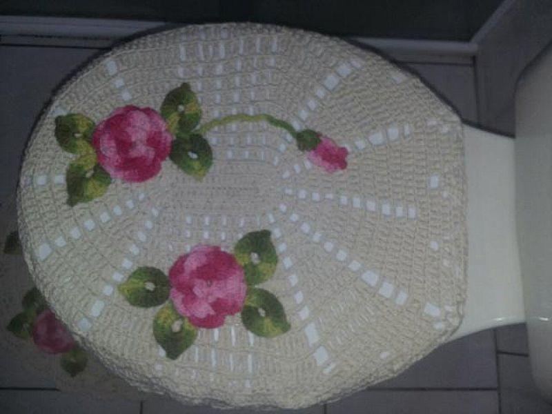 Tapete croche 1, 35 de diametro cor cru e rosa