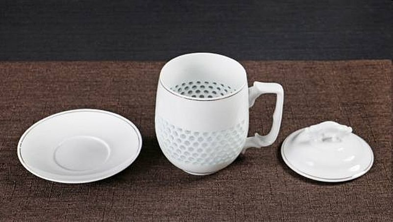 Porcelain cup with filter and lid / cap and saucer