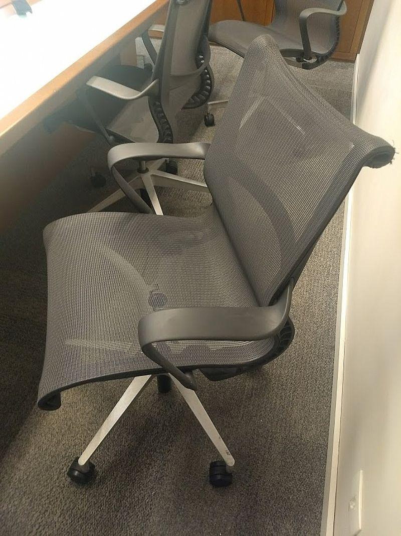 Cadeira cinza escritorio