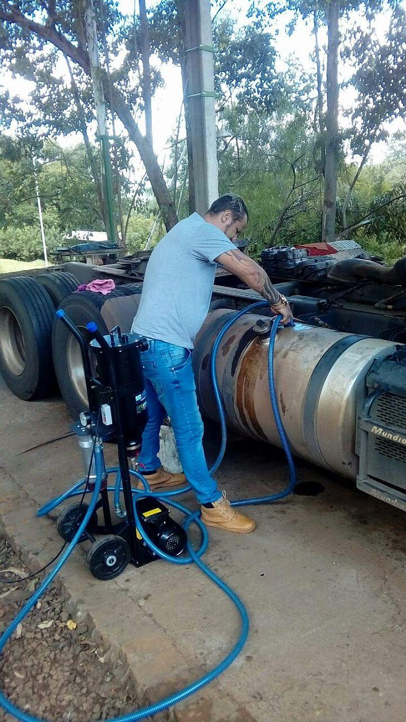 Maquina de dialise de tanques diesel e oleo hidraulico.