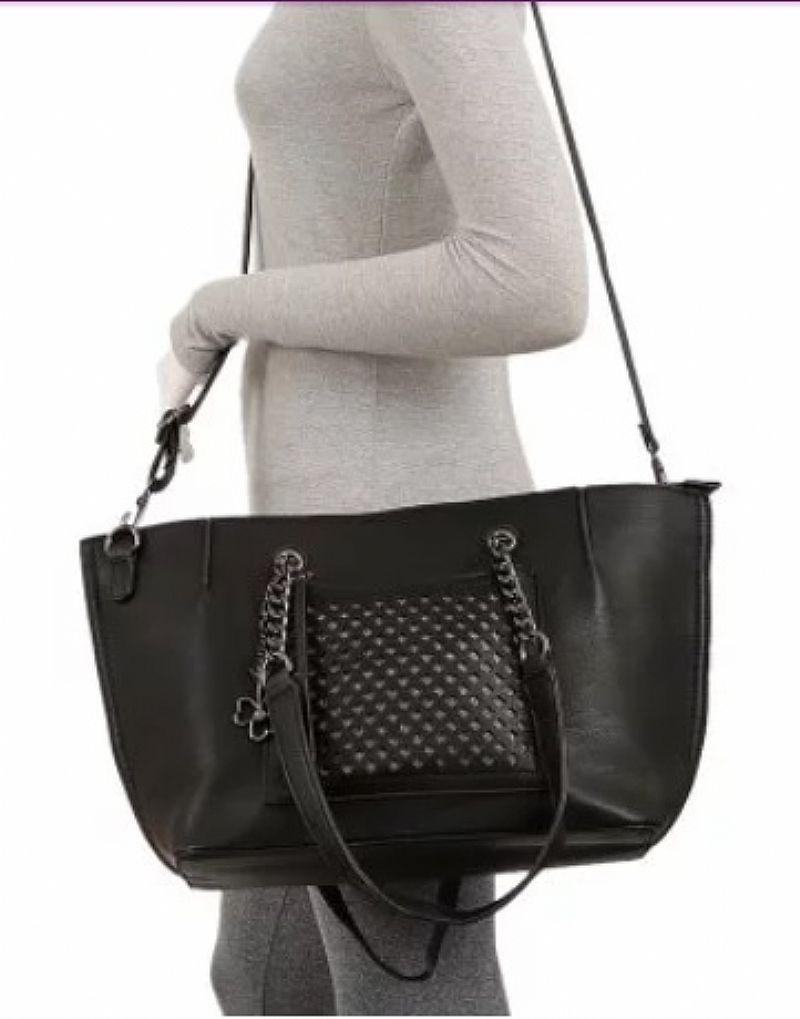 Bolsa de ombro detalhe brilhante e vazado - cor: preta