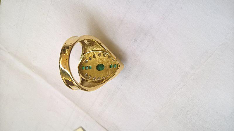 Anel em ouro com brilhantes esmeralda assinada Natan
