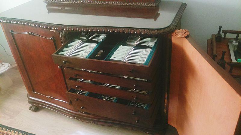 Movel em madeira - pata de leao e faqueiro de prata - 100 anos