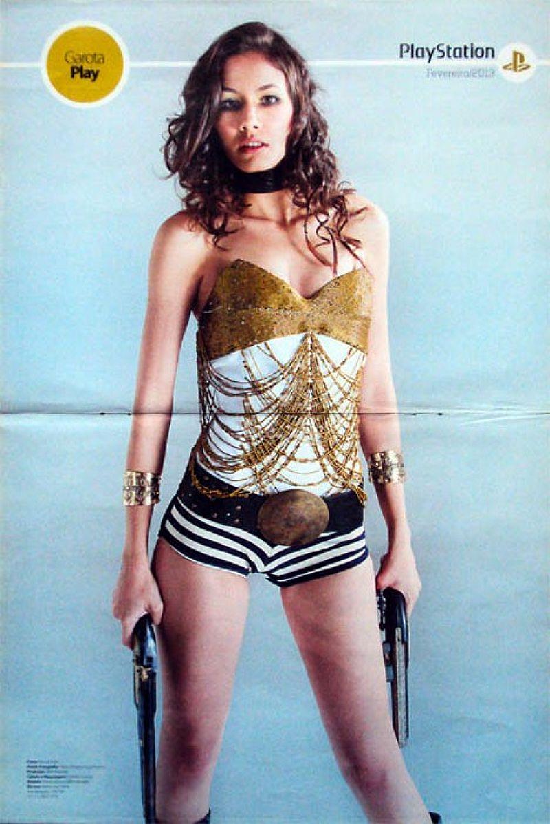 Épico Biosheck Infinite e Gatota Pay (Flavia Velasco),  da Revista PlayStation