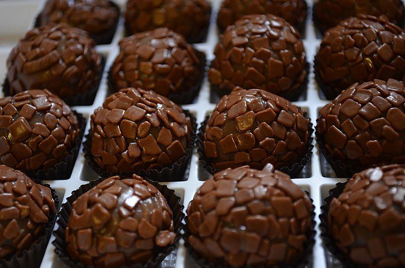 Damari Doceria - 100 Salgados + 01 Torta Naked Cake + 50