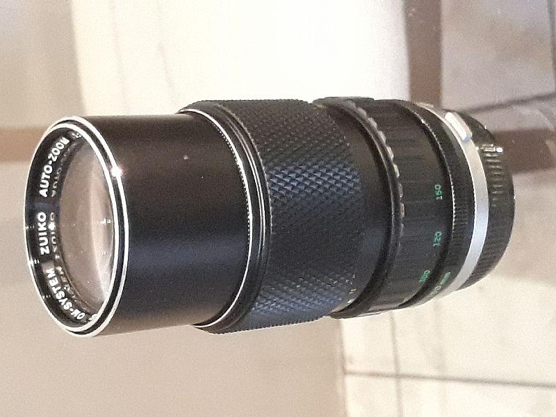 Vendo camera olympus om10 com todos acessorios,  na caixa com uma lente de 50 mm e uma lente  75 150mm. a camera tem o manual adapter,  flash kako 928 (na caixa) e um kit de manutencao asahi pentax,  tudo em estado de zero. so nao tenho a nota