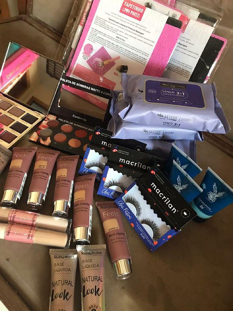 Lote de maquiagens - novo com 59 itens