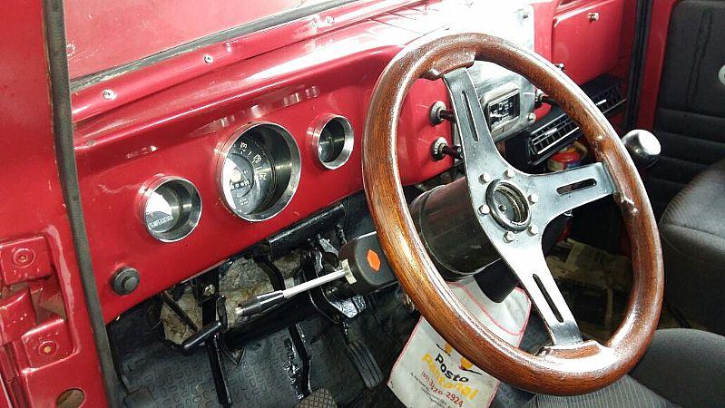 F-75 Pickup Willys 67,  4X2 (reduzida),  ar-condicionado,  direcao hidraulica,  documentacao OK,  pneus novos,  3 marchas em baixo.