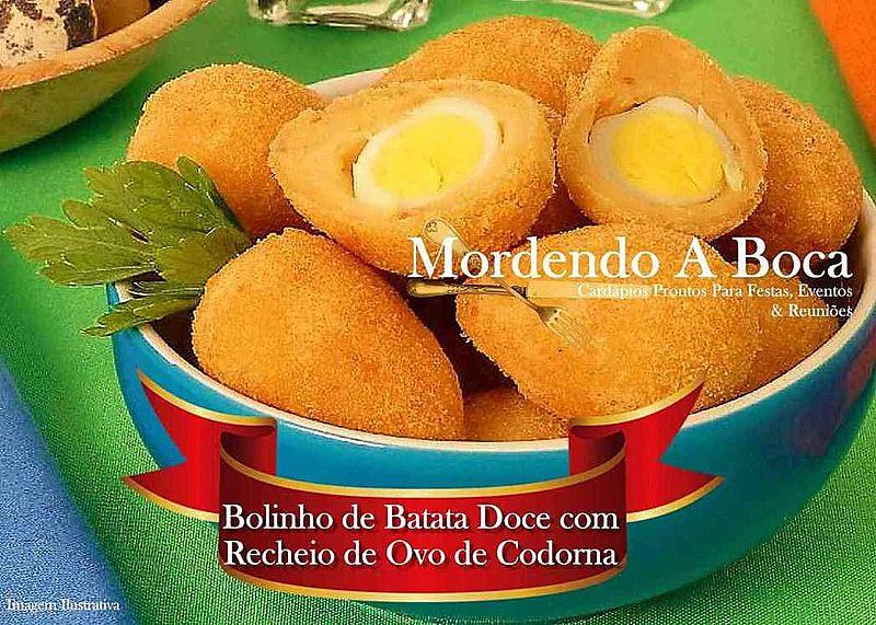 Bolinho fitness - massa de batata doce recheada com ovo de codorna
