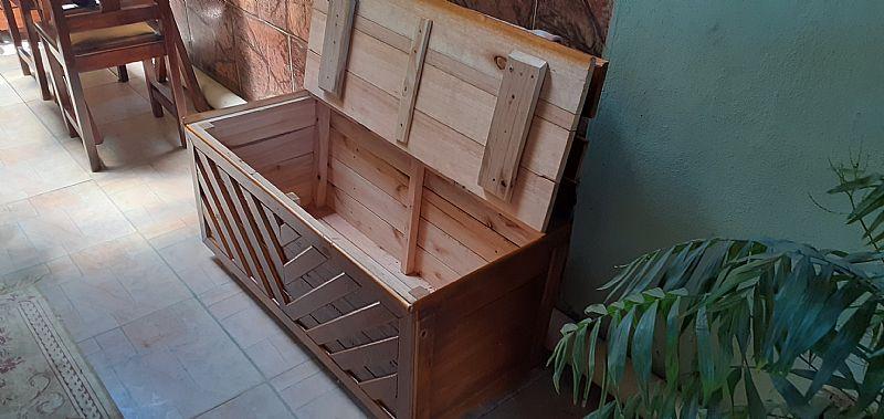 Banco bau de madeira