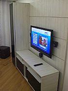 Painel de madeira sob medida para tvs de lcd. ledtv e plasma