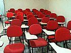 Cadeira universitaria com apoio frontal