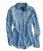 Camisa American Eagle Womens AE Boyfriend Chambray Shirt Medium Wash