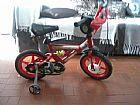 Bicicleta vermelha do mcqueen conservada