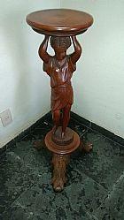 Estatueta de Madeira entalhada
