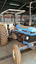 Trator Ford 4630 1993 com capota e grade aradora