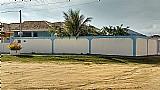 Linda casa pertinho da praia,  sol da manha,  2 quartos,  suite,  varanda,  garagem coberta para 2 carros,  quarto de guardados,  quintal. Aceita financiamento.